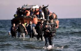 Migranti, una maglietta rossa contro l'indifferenza