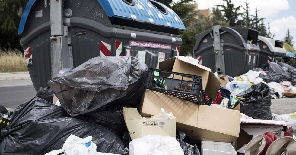 Emergenza rifiuti. i Sindacati: «Serve un tavolo istituzionale»