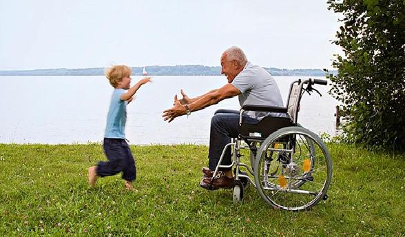 Cresce la disabilità tra anziani e giovani. Pensioni basse e pochi servizi