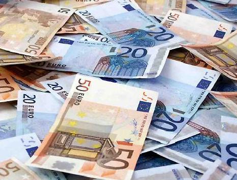 I romani pagano oltre 4 mila euro per il debito del Campidoglio